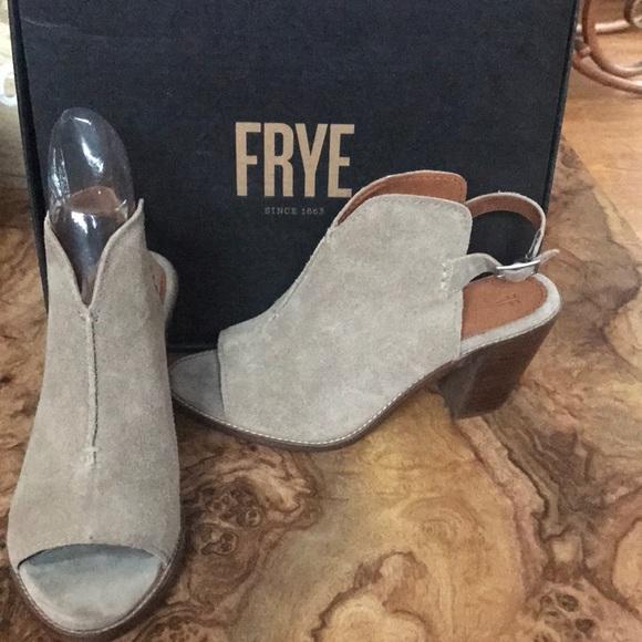 4ca63f74f499a3 Frye Suede Sandals w  Block Heel NWT US 9.5